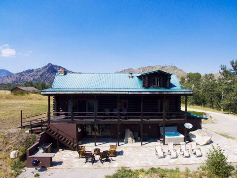 Two Rivers Lodge & Events located in Nye, MT